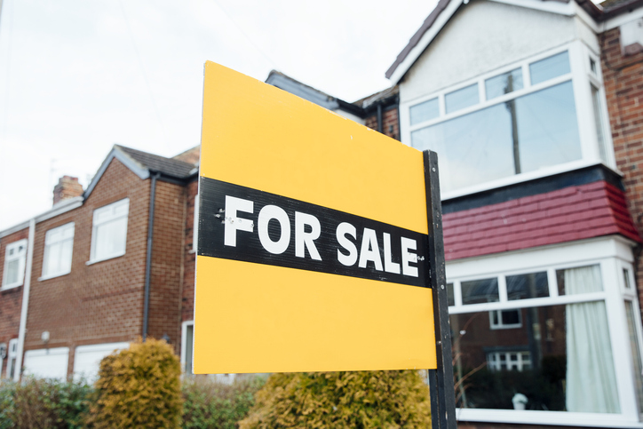 Selling houses with asbestos